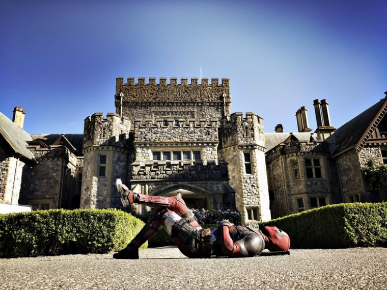 Deadpool-2-Set-Photo-with-X-Men-Mansion.jpg